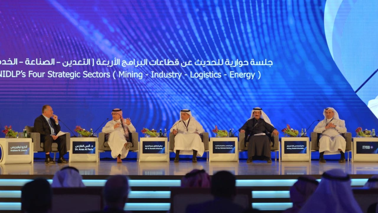 تفاصيل برنامج تطوير الصناعة واللوجستيات في السعودية