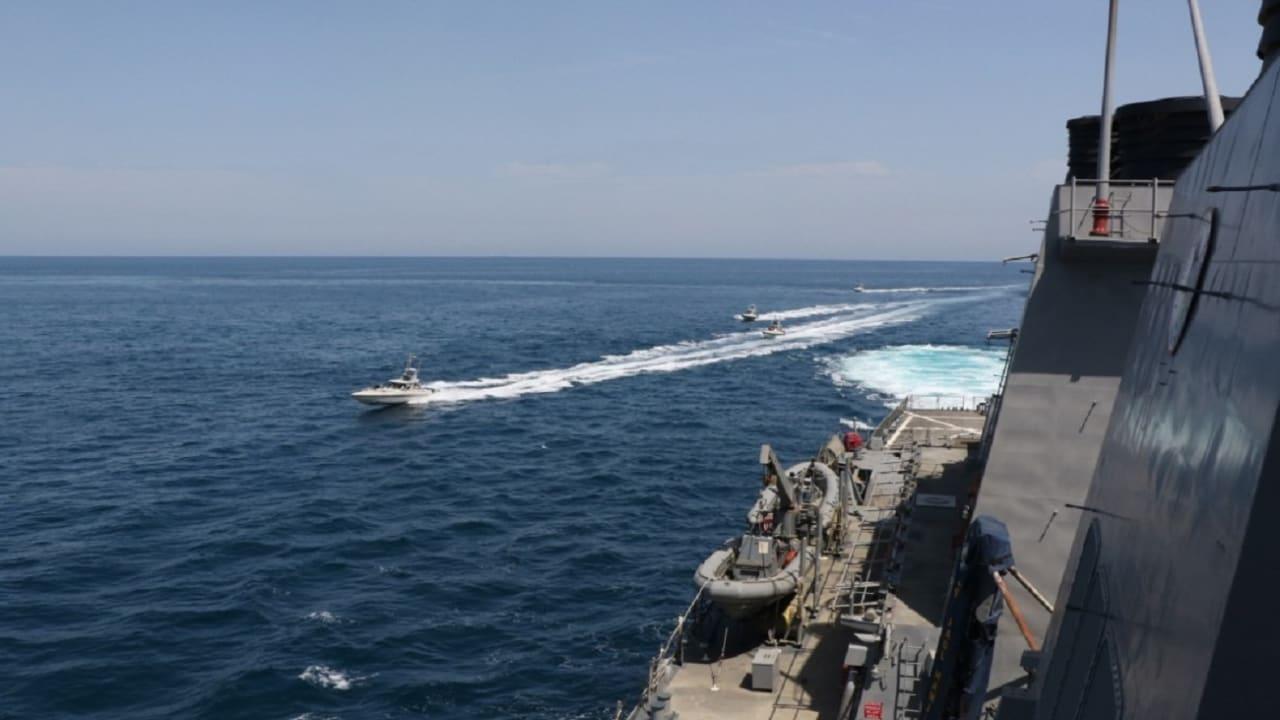 """الأسطول الخامس الأمريكي ينشر مشاهد للحظة """"تحرش"""" البحرية الإيرانية بسفنه في الخليج"""