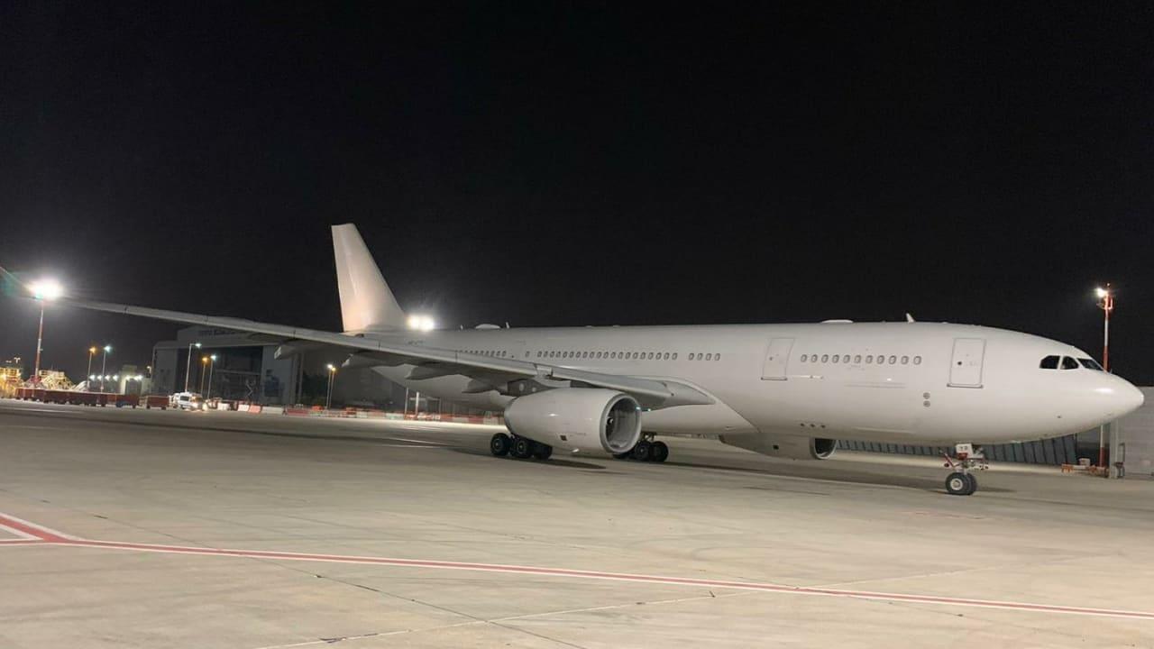 للمرة الأولى.. طائرة إماراتية تهبط في مطار إسرائيلي لتوصيل مساعدات إلى الفلسطينيين