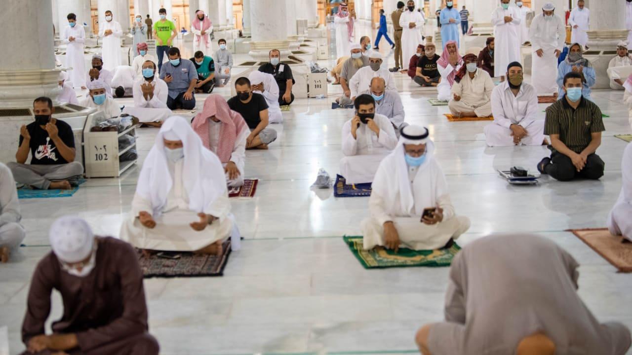 عودة صلوات الجماعة إلى المسجدين النبوي والأقصى وسط إجراءات احترازية