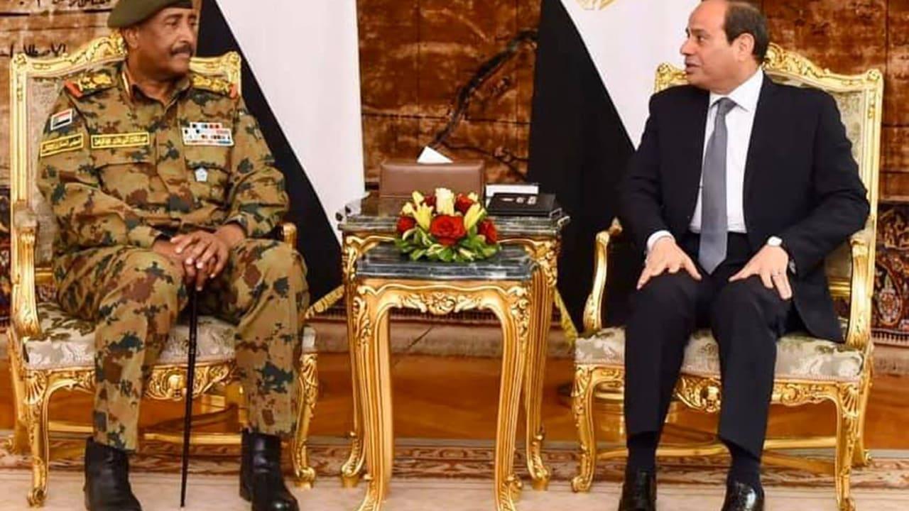 صورة أرشيفية من لقاء بين الرئيس المصري عبدالفتاح السيسي والبرهان