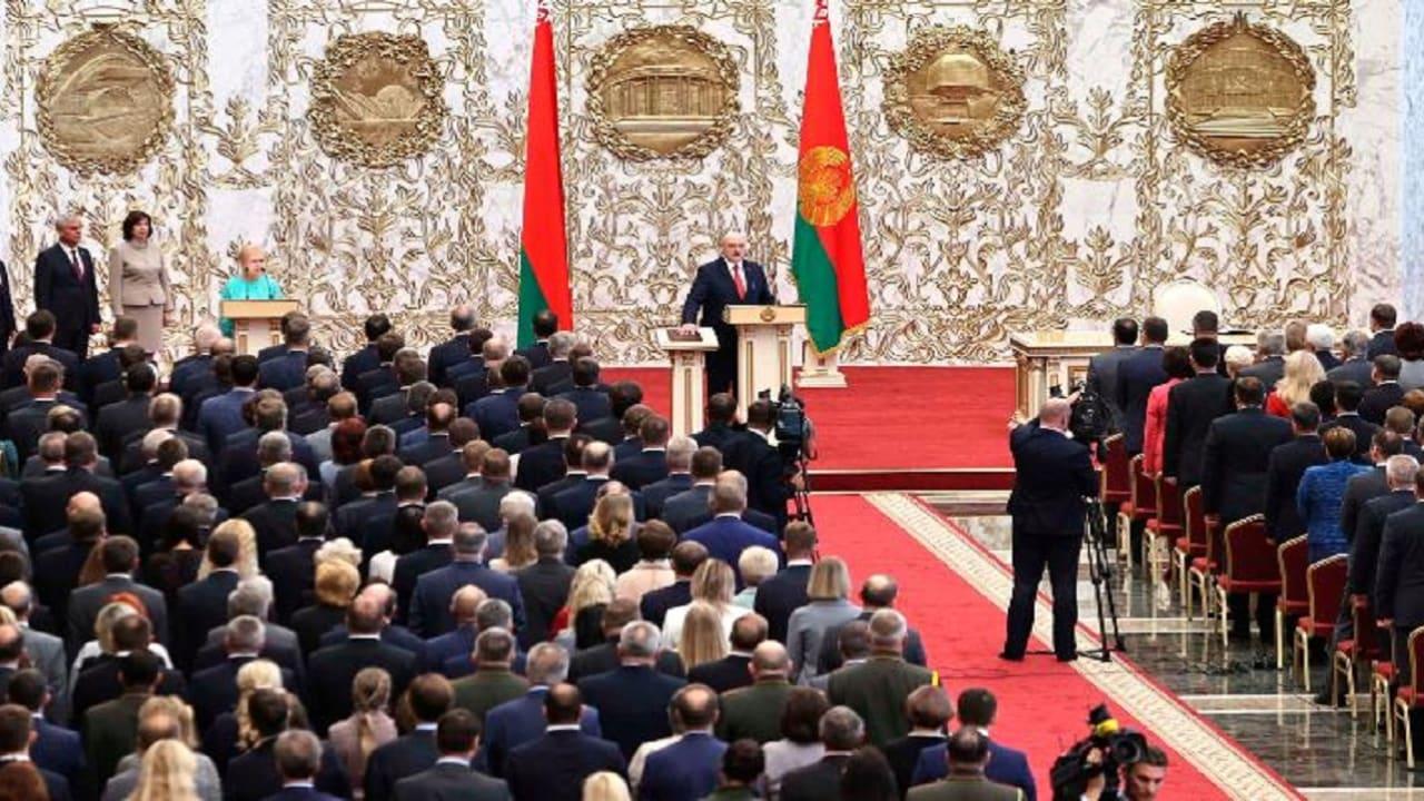 """حفل تنصيب """"سري"""" لرئيس بيلاروسيا.. والمعارضة: """"مهزلة"""" كأنه اجتماع """"لصوص"""""""