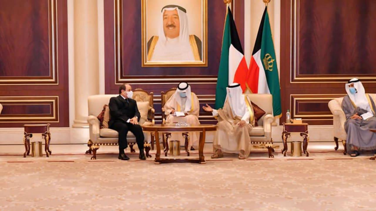 """السيسي في الكويت للعزاء.. ونجل مبارك: نعتذر بسبب """"ظروف خارجة عن إرادتنا"""""""