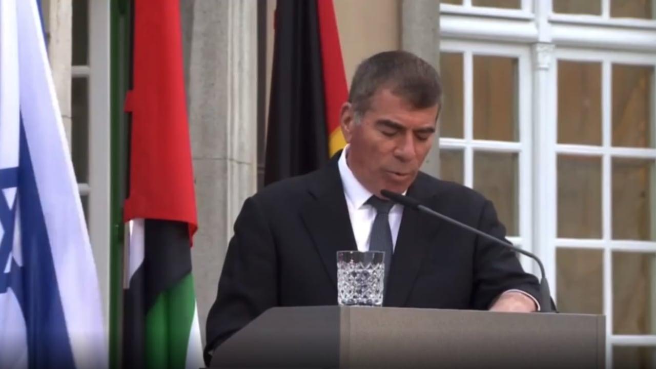 وزير خارجية إسرائيل بجانب نظيره الإماراتي: وجودنا هنا يضيء حقبة جديدة