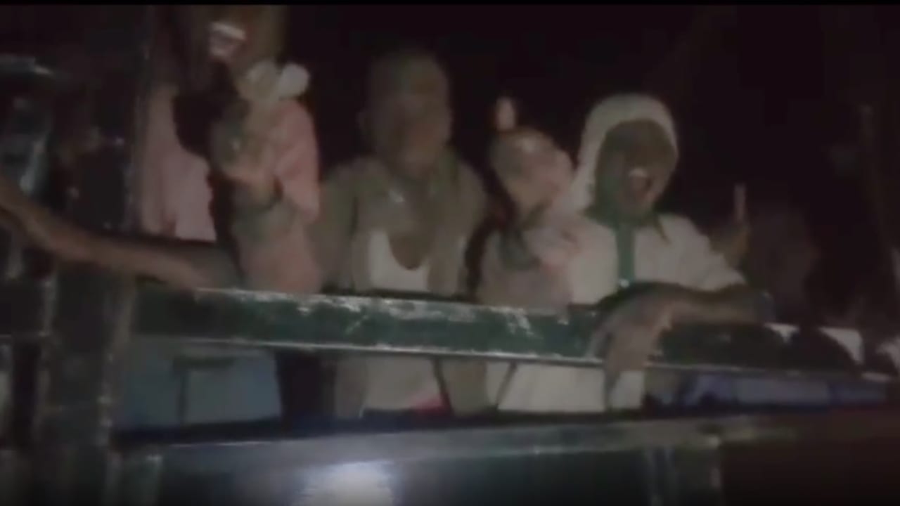 شاهد.. أول فيديو للطلاب النيجيريين المختطفين بعد تحريرهم