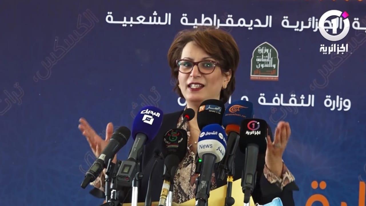 """وزيرة الثقافة الجزائرية تثير جدلاً بعد تصريحاتها عن مهارة النساء في تحضير """"الكسكس"""""""