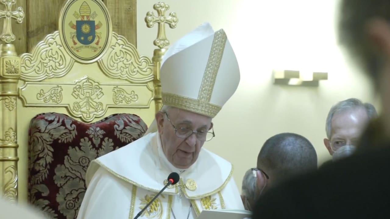 لقطات للحظة حضور البابا فرنسيس قداسًا في كنيسة مار يوسف في بغداد
