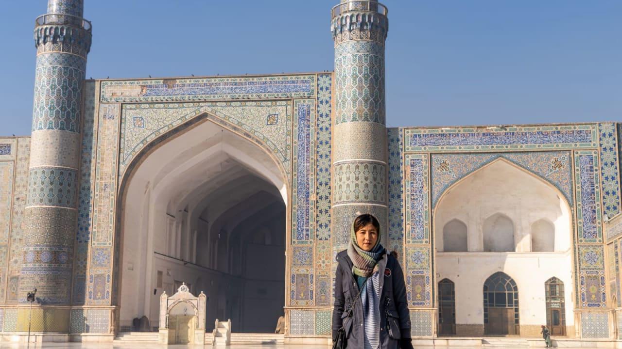 من رعي الأغنام إلى أول مرشدة سياحية..كيف استطاعت فتاة أفغانية أن تتحدى التقاليد في أفغانستان؟