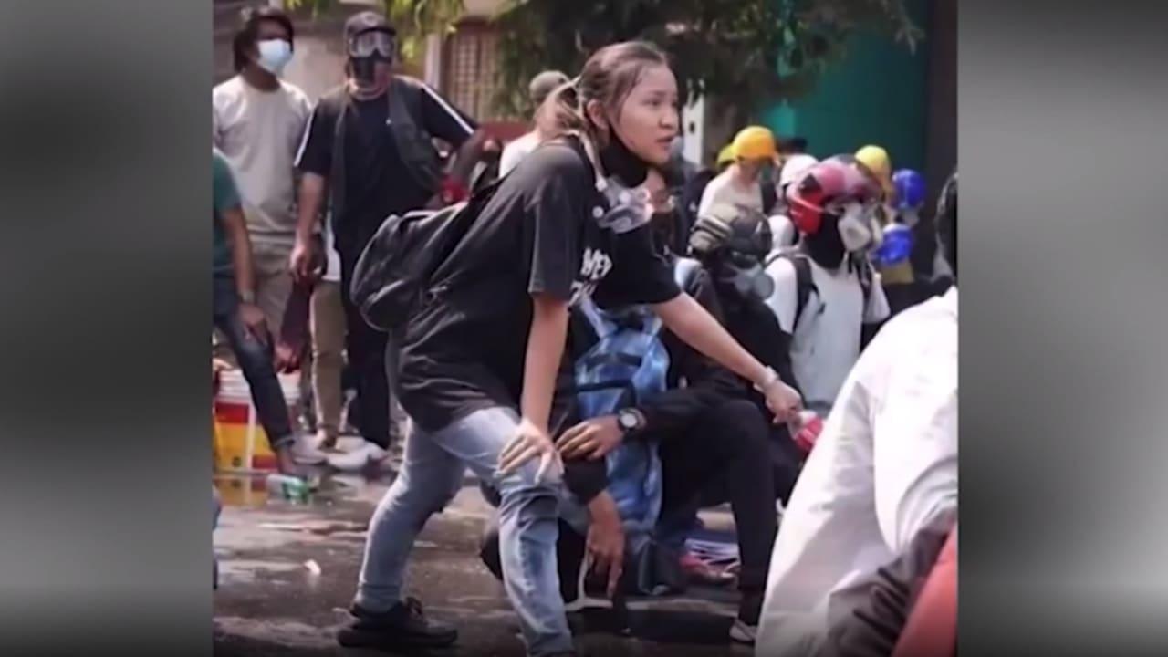 كاميرا ترصد لحظة مقتل فتاة برصاصة في رأسها في شوارع ميانمار