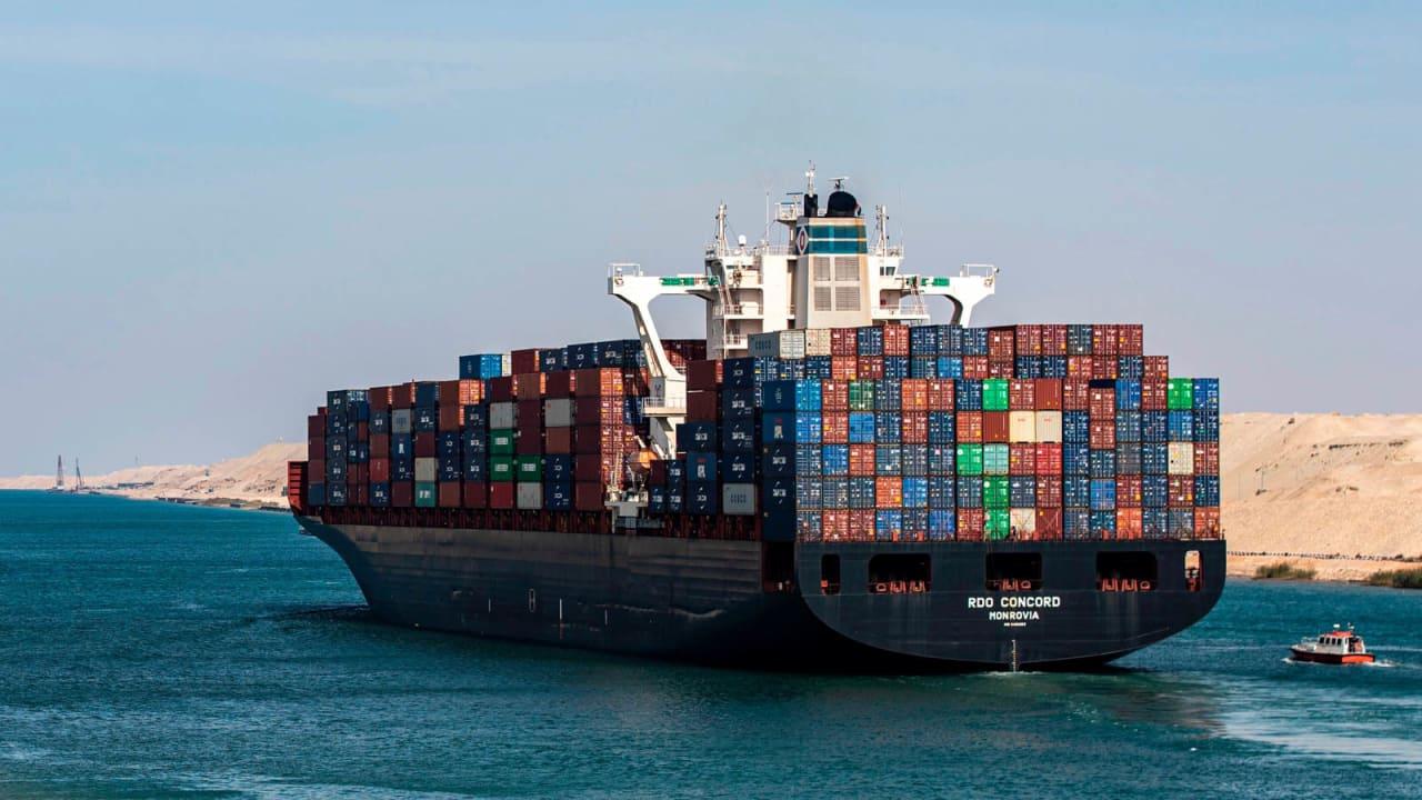 بظل جنوح سفينة عملاقة بقناة السويس.. كيف هي تجربة قيادة أكبر سفن العالم؟