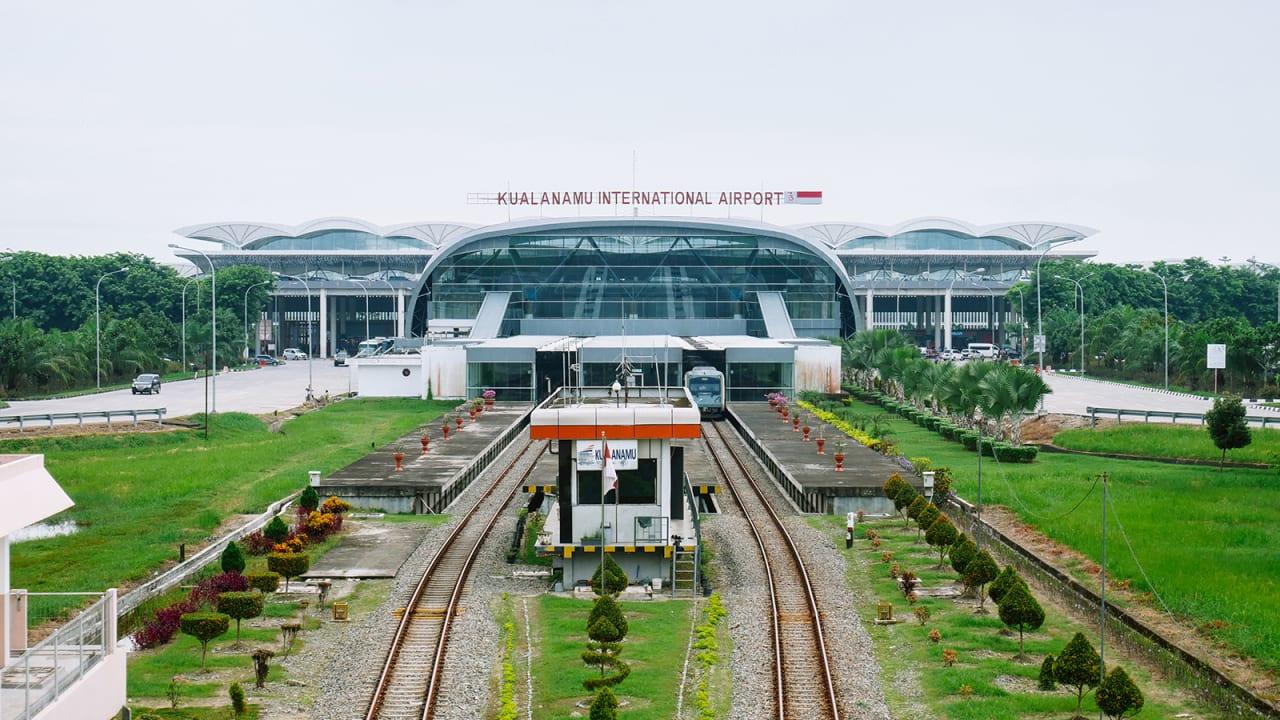 في مطار بإندونيسيا.. محتالون يختبرون ما يصل لـ10 آلاف مسافر بمسحات أنف معاد استخدامها