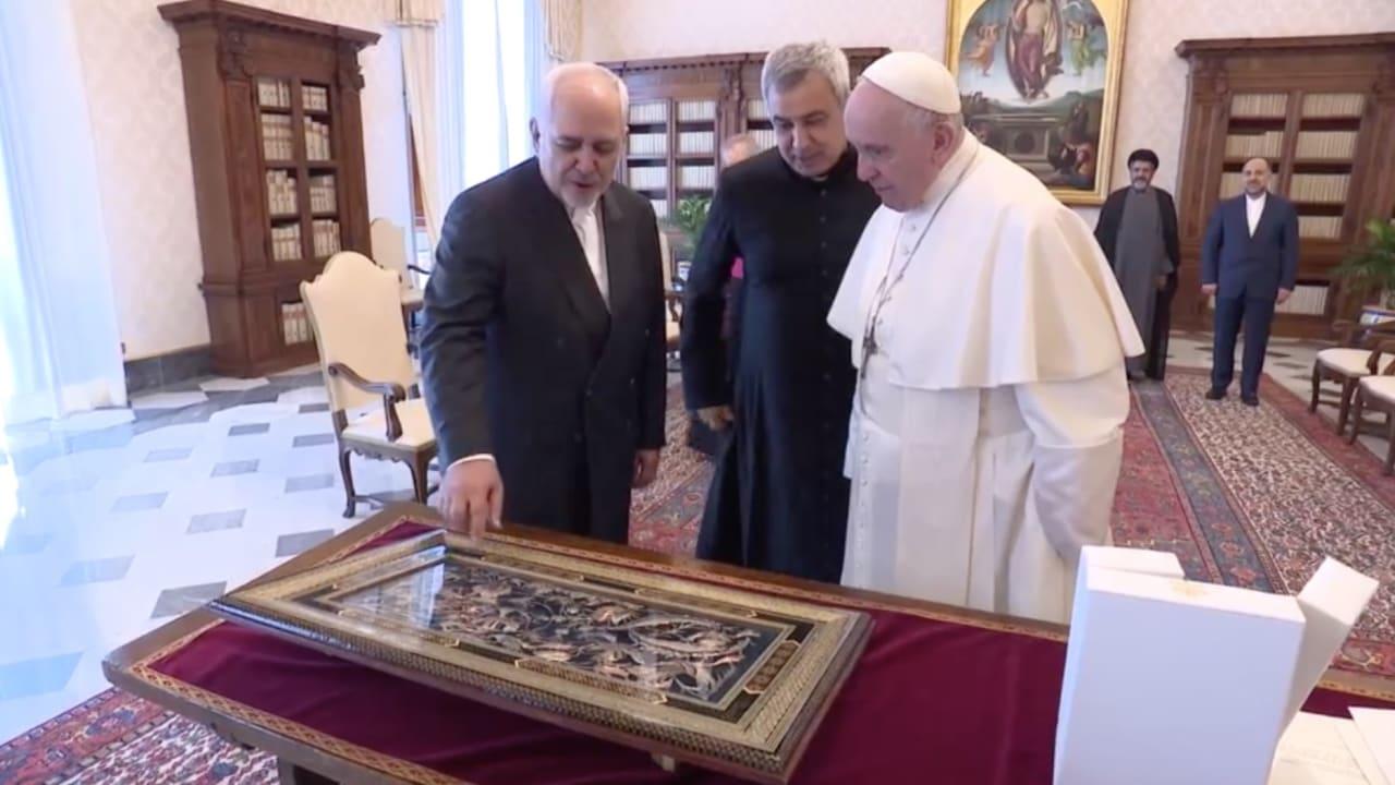 وزير الخارجية الإيراني يلتقي البابا فرنسيس في الفاتيكان
