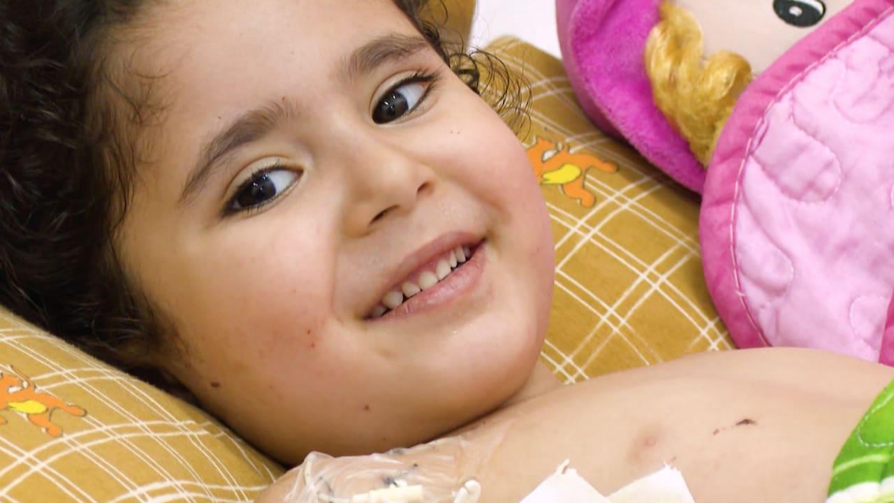 """""""لماذا فعلوا هذا بي؟"""".. طفلة فلسطينية تسأل بعد إصابة قد تمنعها من المشي مجددًا"""