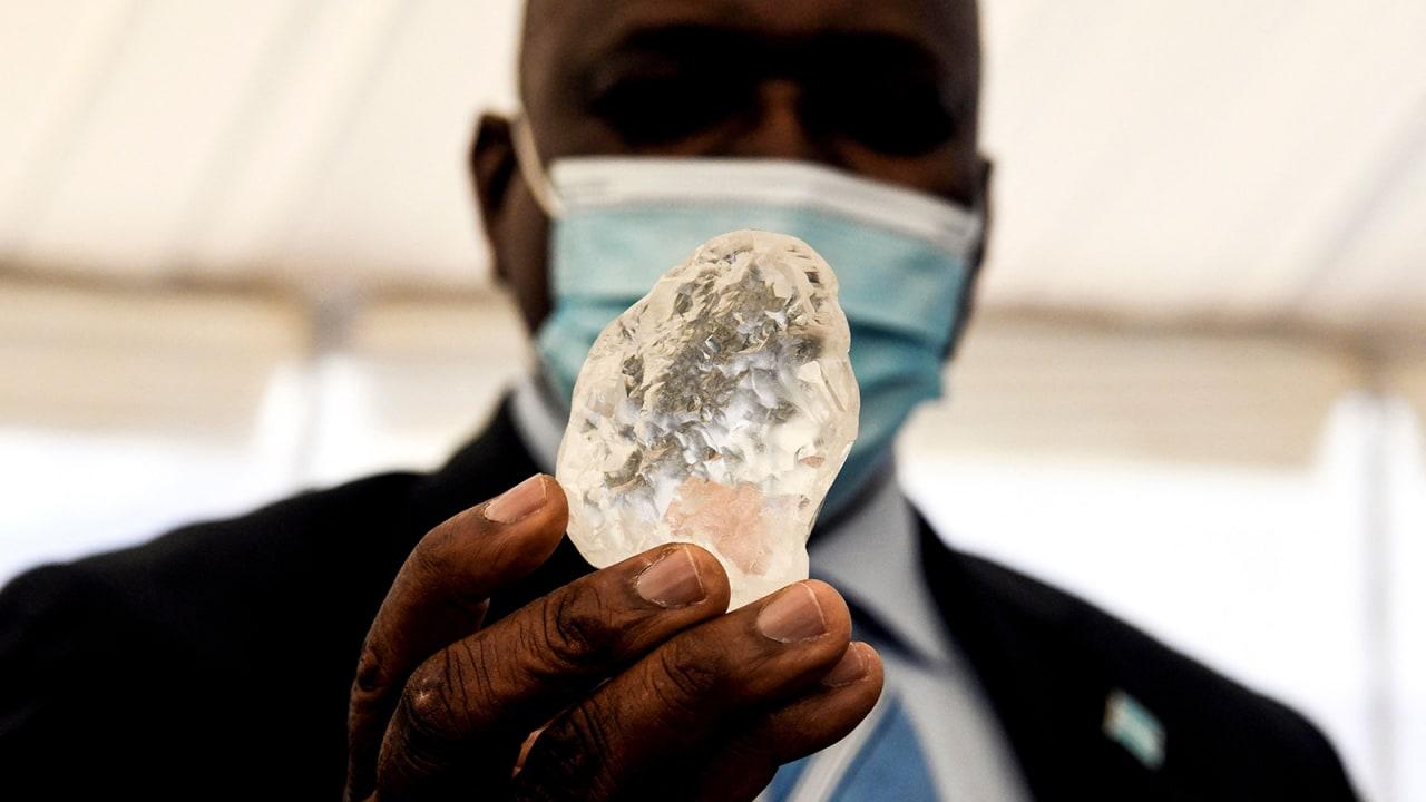اكتشاف ثالث أكبر ماسة في العالم بحجم 1098 قيراطاً في بوتسوانا
