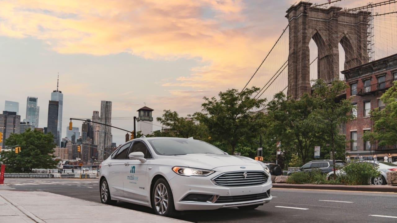 شاهد أول سيارة ذاتية القيادة دون مرافقة تقود نفسها في شوارع نيويورك المزدحمة