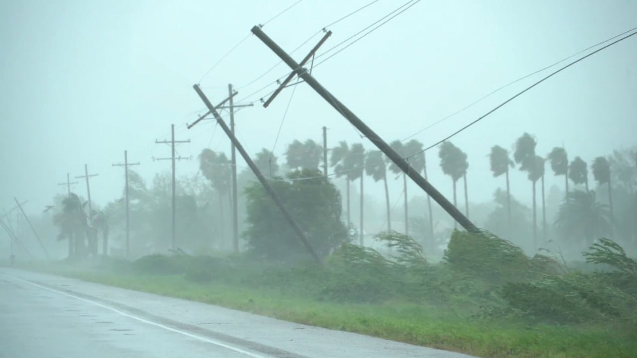 شاهد قوة إعصار أيدا المدمر ذي الفئة الرابعة عند وصوله اليابسة