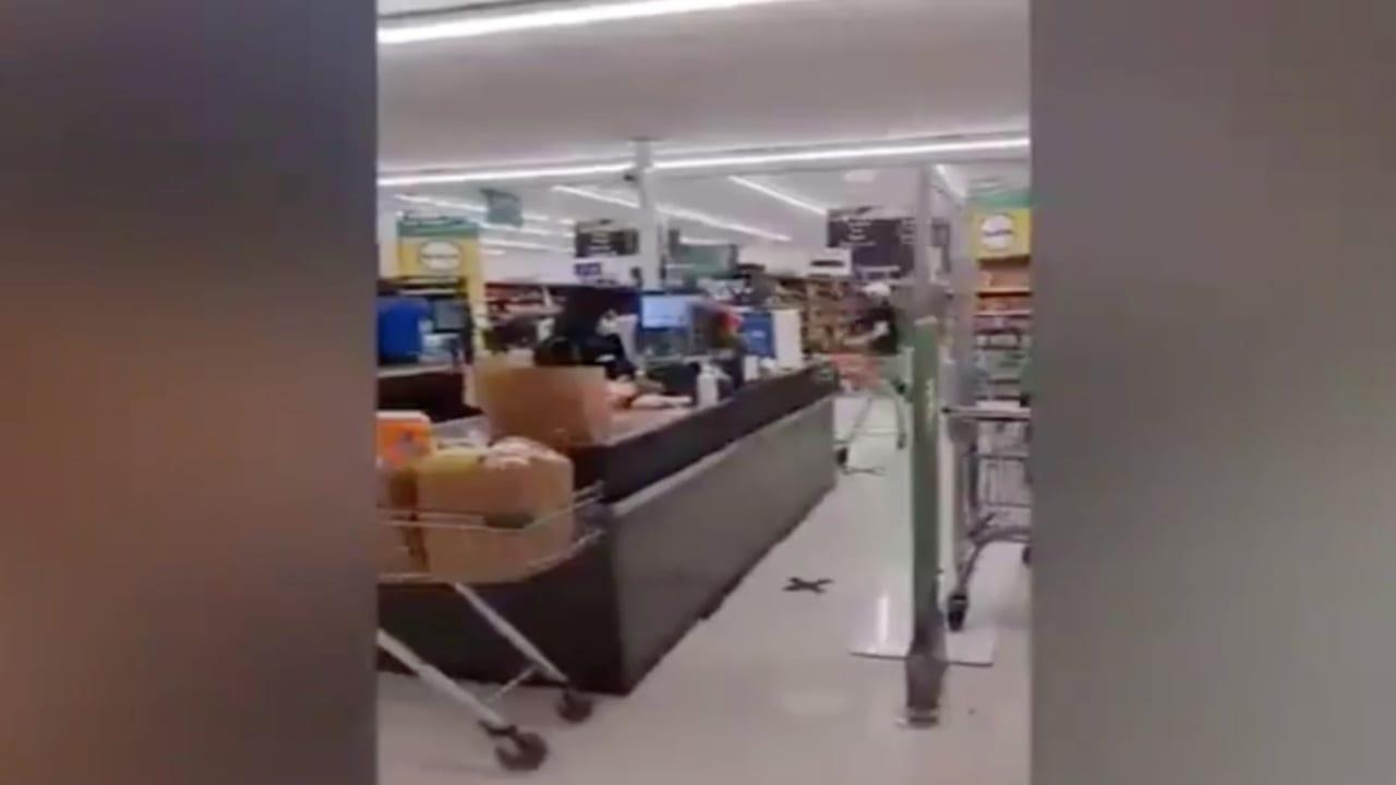 """شاهد """"هجوم إرهابي"""" داخل متجر في نيوزيلندا وذعر المتسوقين"""