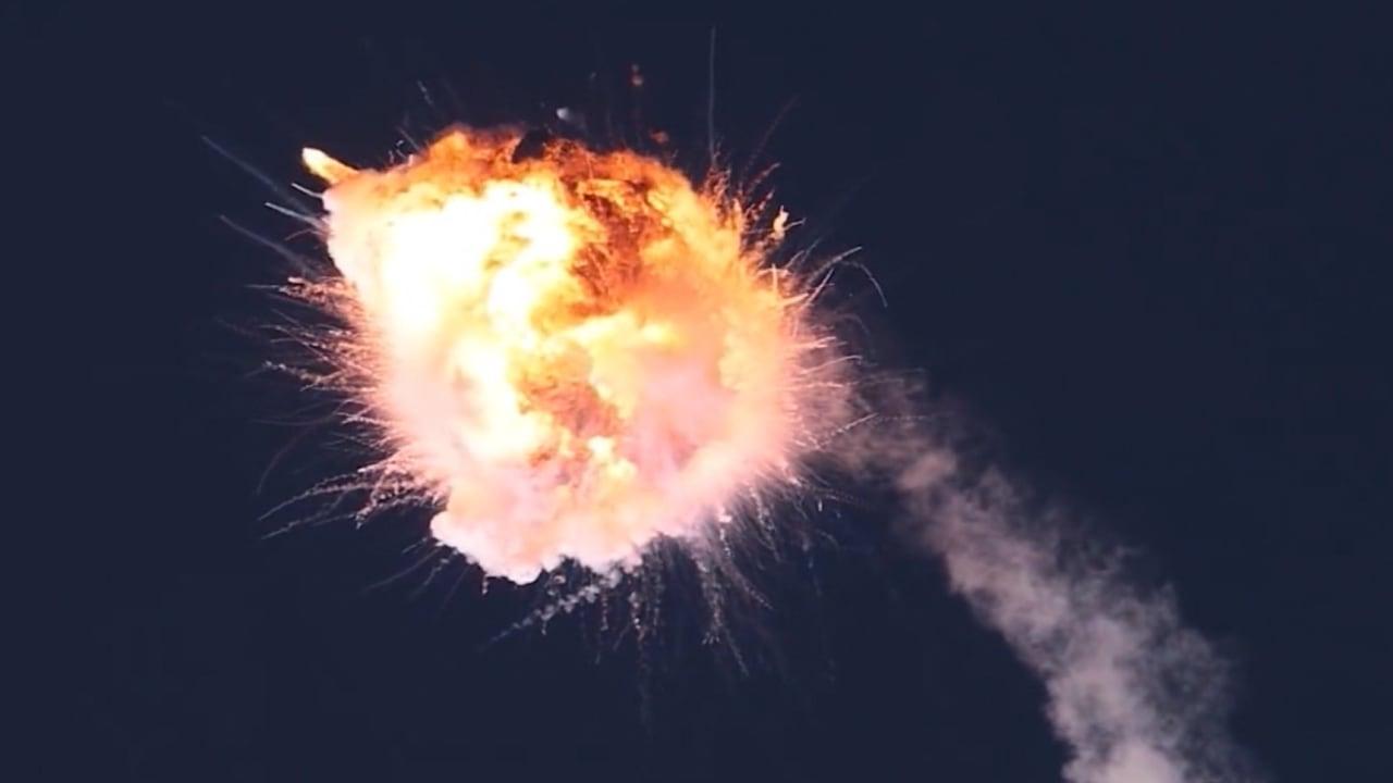 فيديو يُظهر انفجار صاروخ فضائي في الجو بعد إطلاقه بوقت قصير في كاليفورنيا