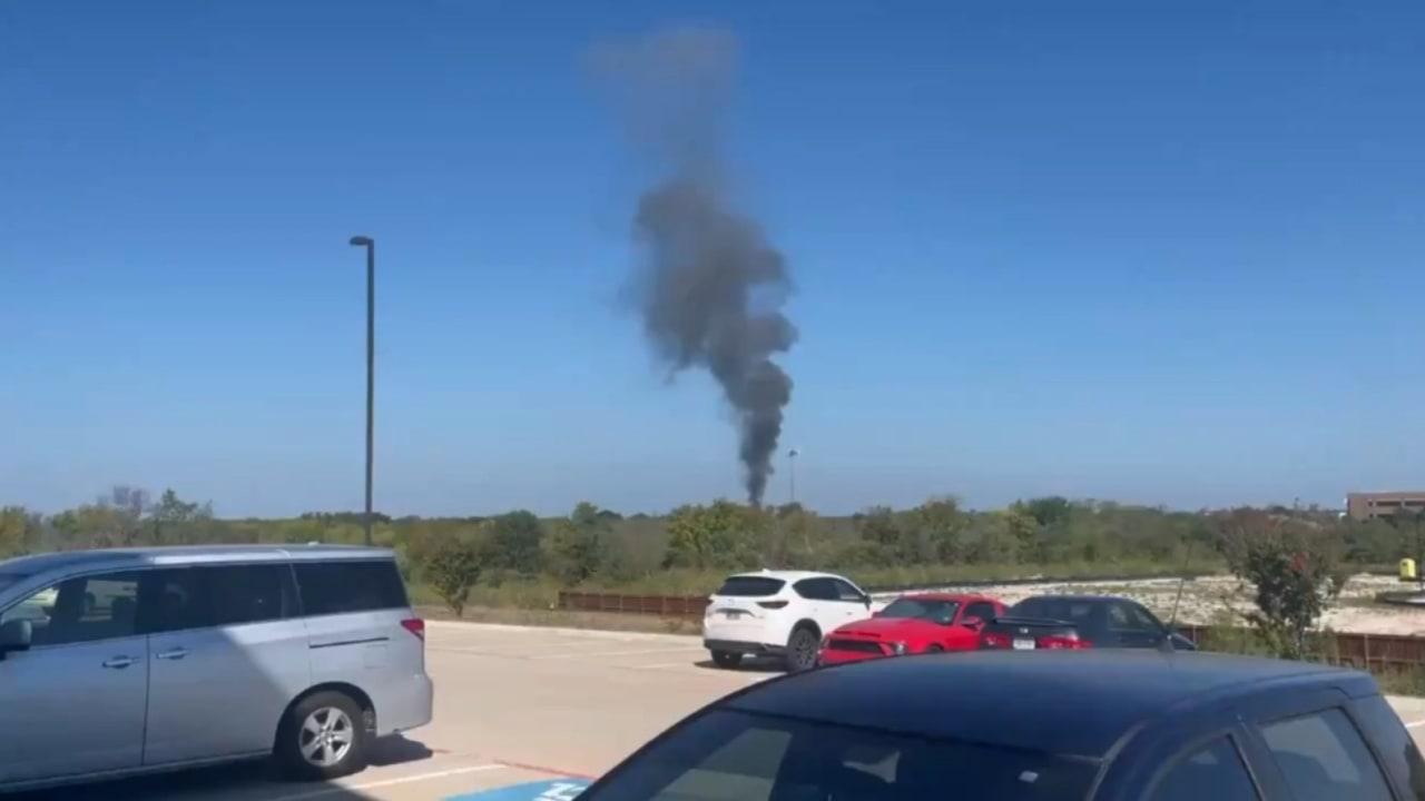 سقوط طائرة تدريب عسكرية أمريكية على منزلين في تكساس