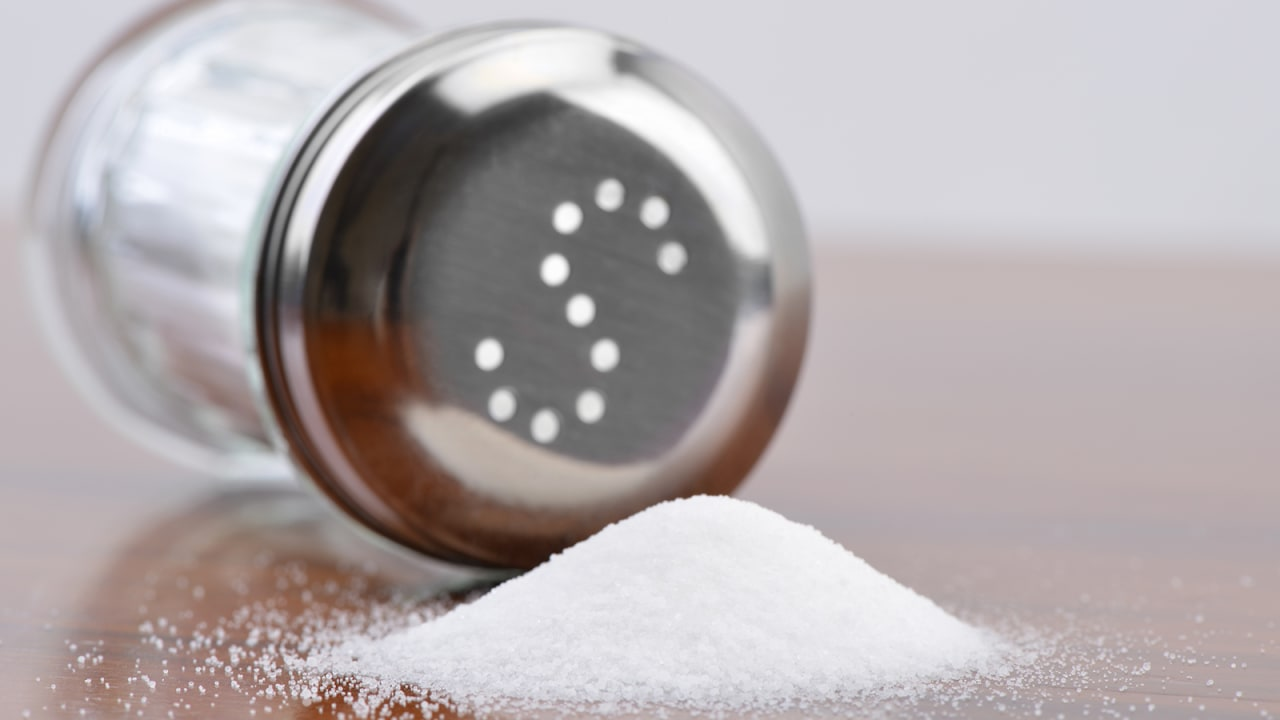 هذا ما يفعله تناول الكثير من الملح في الجسم..والحل بهذا النوع البديل