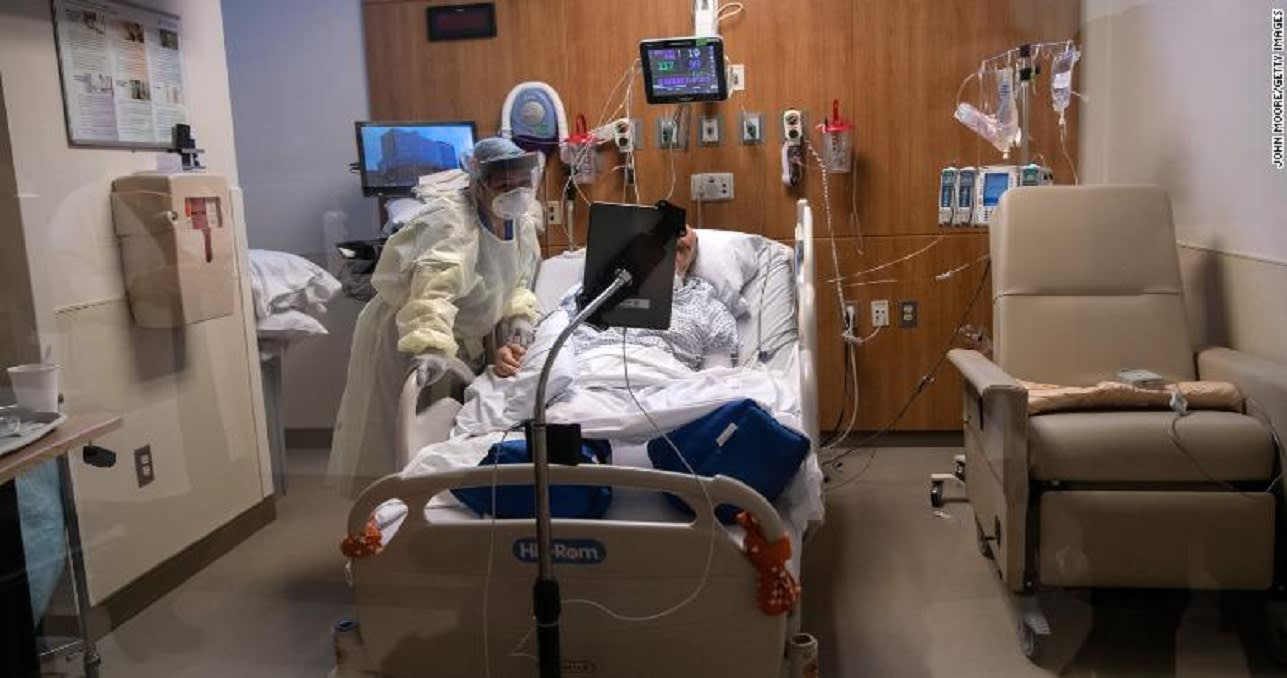 """لا يمكنهم قول """"وداعاً"""" مباشرة.. مرضى كورونا يستخدمون أجهزة لوحية في آخر محادثة قبل الرحيل"""