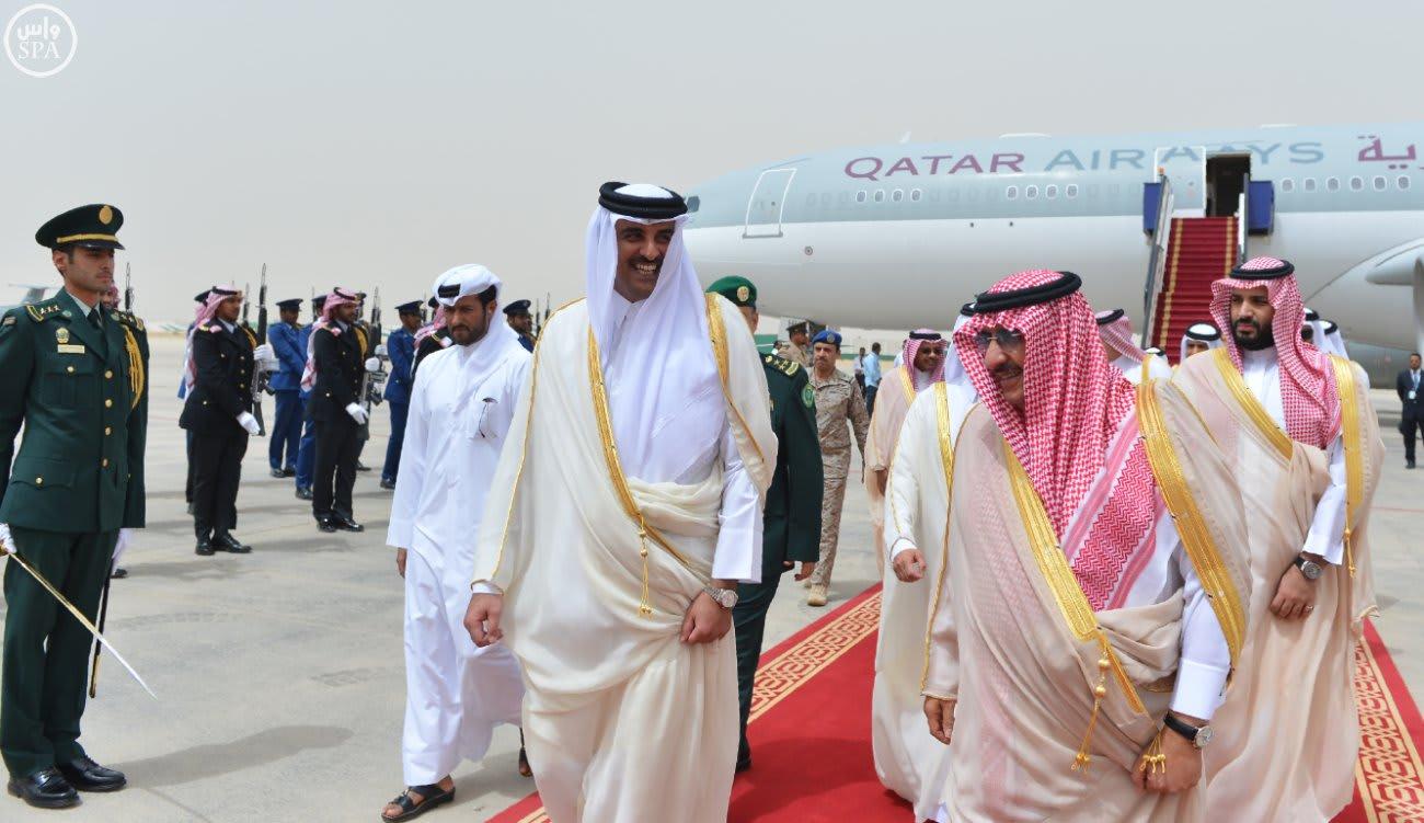الملك سلمان يبحث عدة موضوعات مع أمير قطر في قصر العوجا بالدرعية