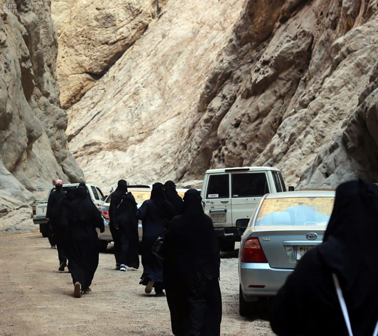 """منطقة """"نيوم"""" في السعودية تستقبل أول وفد سياحي نسائي"""
