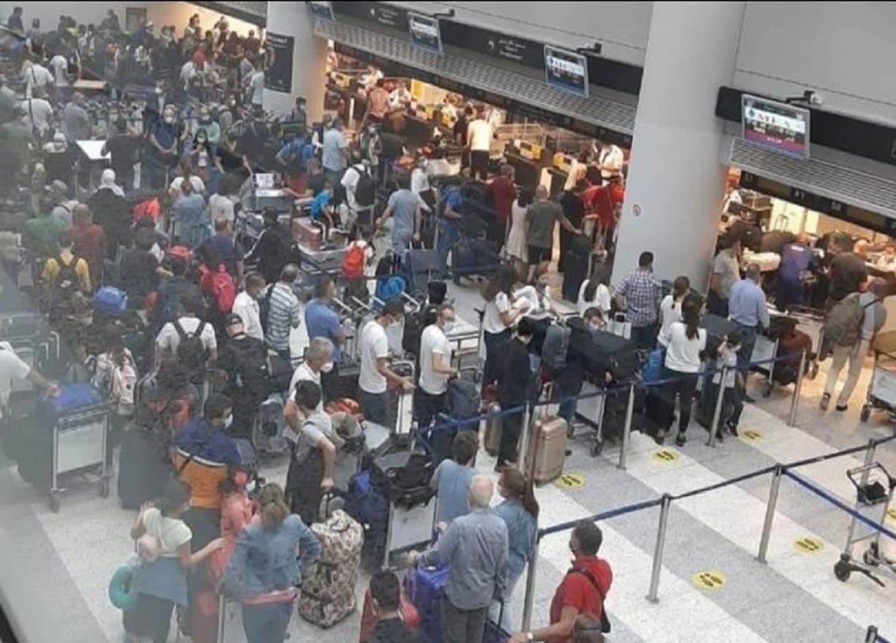 السلطات اللبنانية تعلق ما أثير حول صور زحام المهاجرين في مطار بيروت