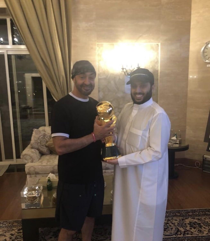 """تركي آل الشيخ ينشر صورته مع محمد بن زايد بـ""""كاس الغالي"""".. ومغردون يعلقون"""