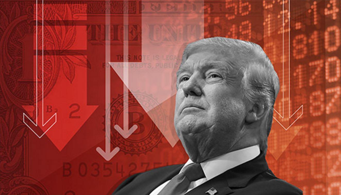 """الدولار ينخفض بحدة بعدما وصفه ترامب بـ""""القوي جداً"""""""