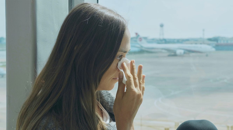 على ارتفاع 36 ألف قدم.. لماذا ينتابنا البكاء أكثر على متن الطائرة؟
