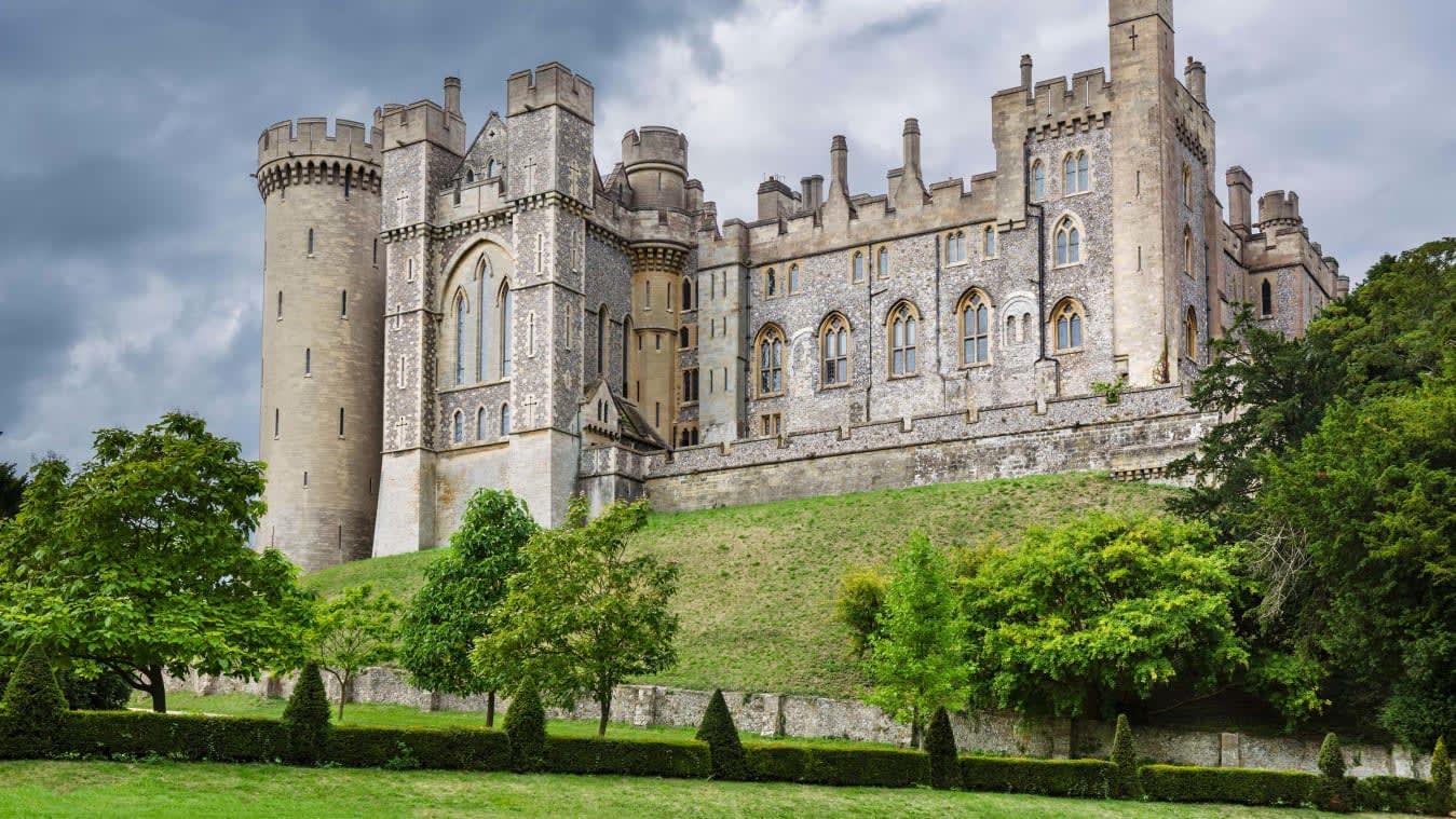 سرقة قطع أثرية تتجاوز قيمتها 1.4 مليون دولار من قلعة بريطانية