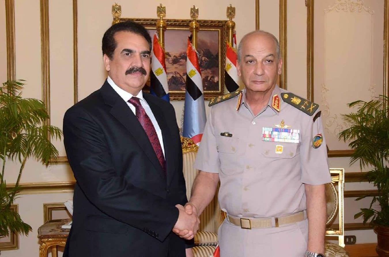 """""""إشادة"""" متبادلة بين وزير الدفاع الصري وقائد التحالف الإسلامي لمحاربة الإرهاب"""