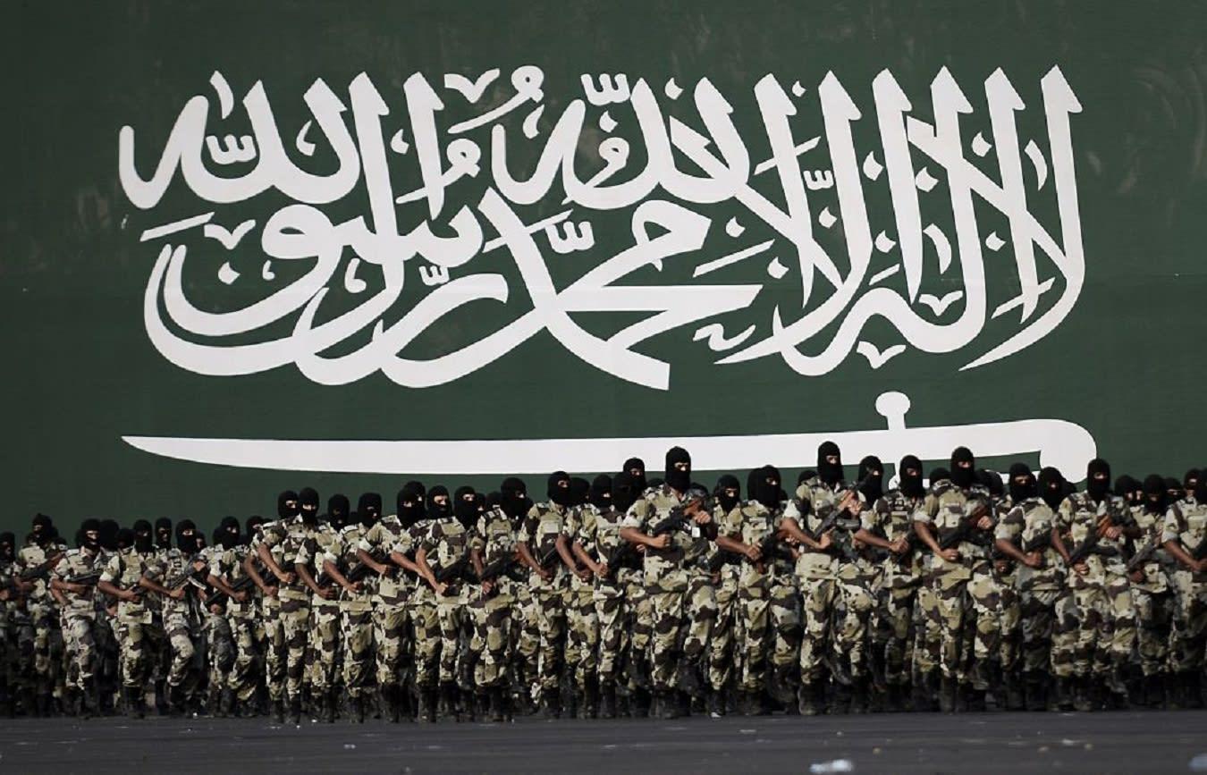 """السعودية تعلن مقتل 3 """"مطلوبين أمنيا"""" في إطلاق نار متبادل بمنطقة سكنية"""