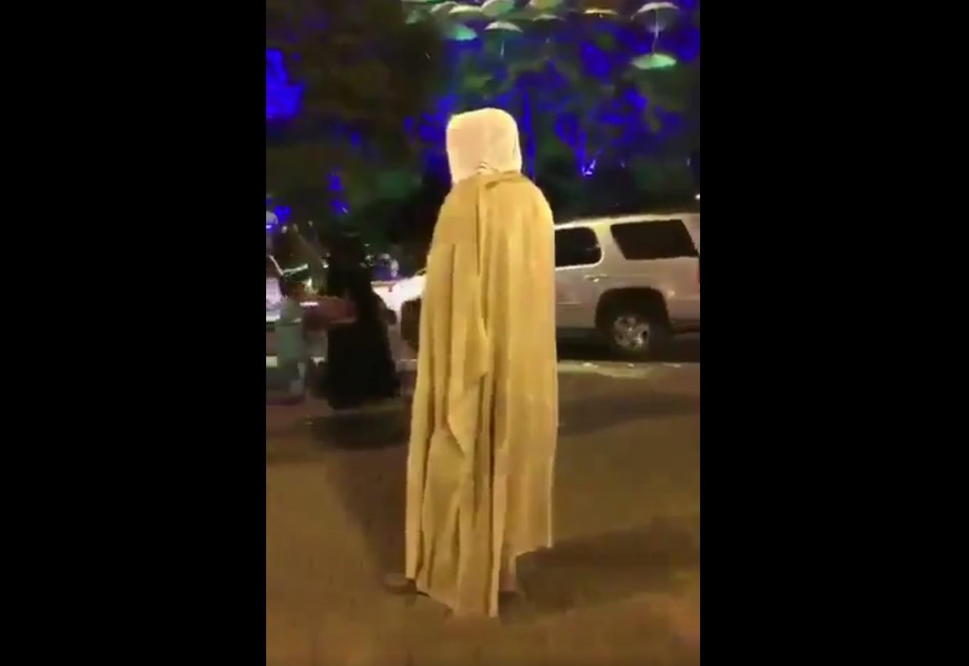 التحقيق في فيديو لمحتسب يصرخ بوجه سعوديات: لا حياء ولا دين