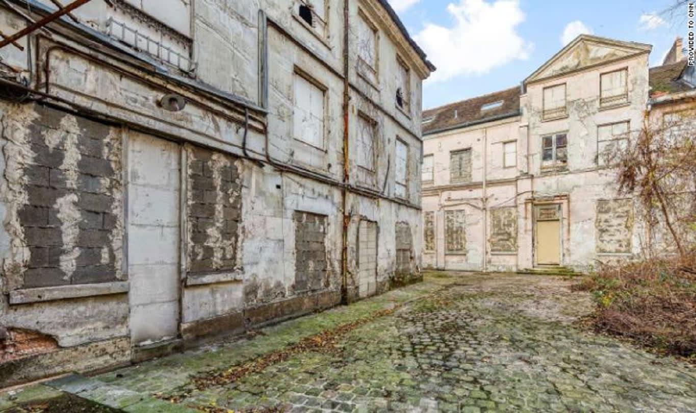 اكتشاف جثة في قصر بباريس يفتح التحقيق في جريمة وقعت منذ 30 عامًا