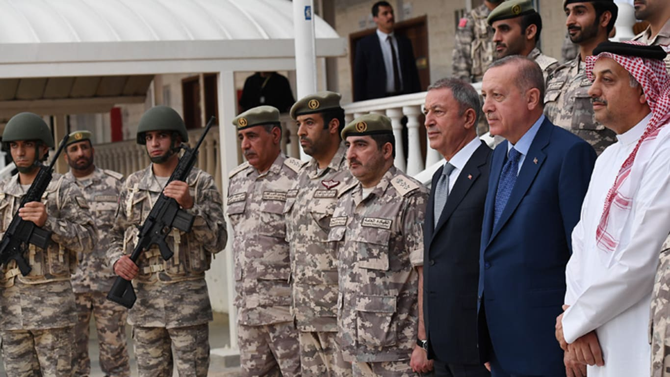 صورة أرشيفية من زيارة أردوغان للقاعدة العسكرية التركية في قطر في نوفمبر 2019