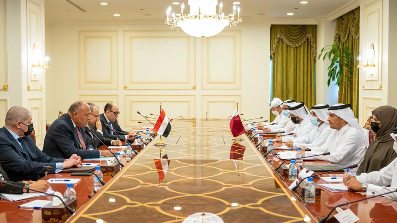 وزير الخارجية المصري يجري مباحثات مع نظيره القطري بالدوحة