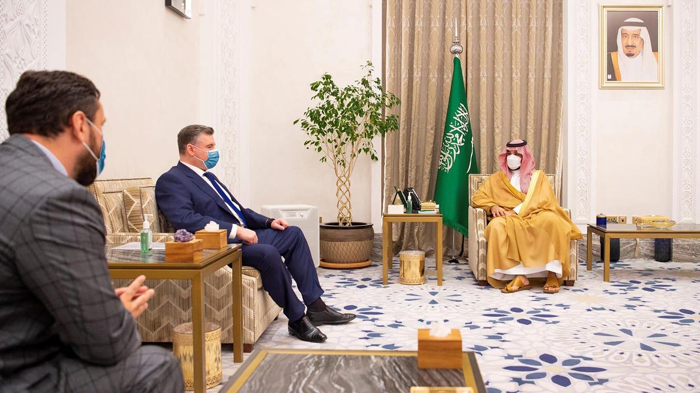 أمير سعودي عن تأجيل زيارة أوستن واستقبال سلوتسكي: لا نقبل إملاءات