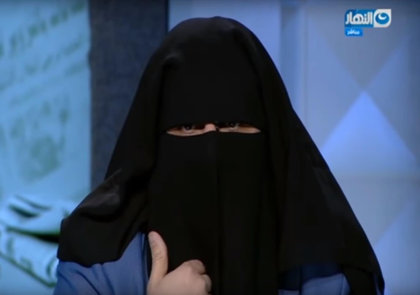 لماذا ارتدى الإعلامي المصري جابر القرموطي النقاب على الهواء؟