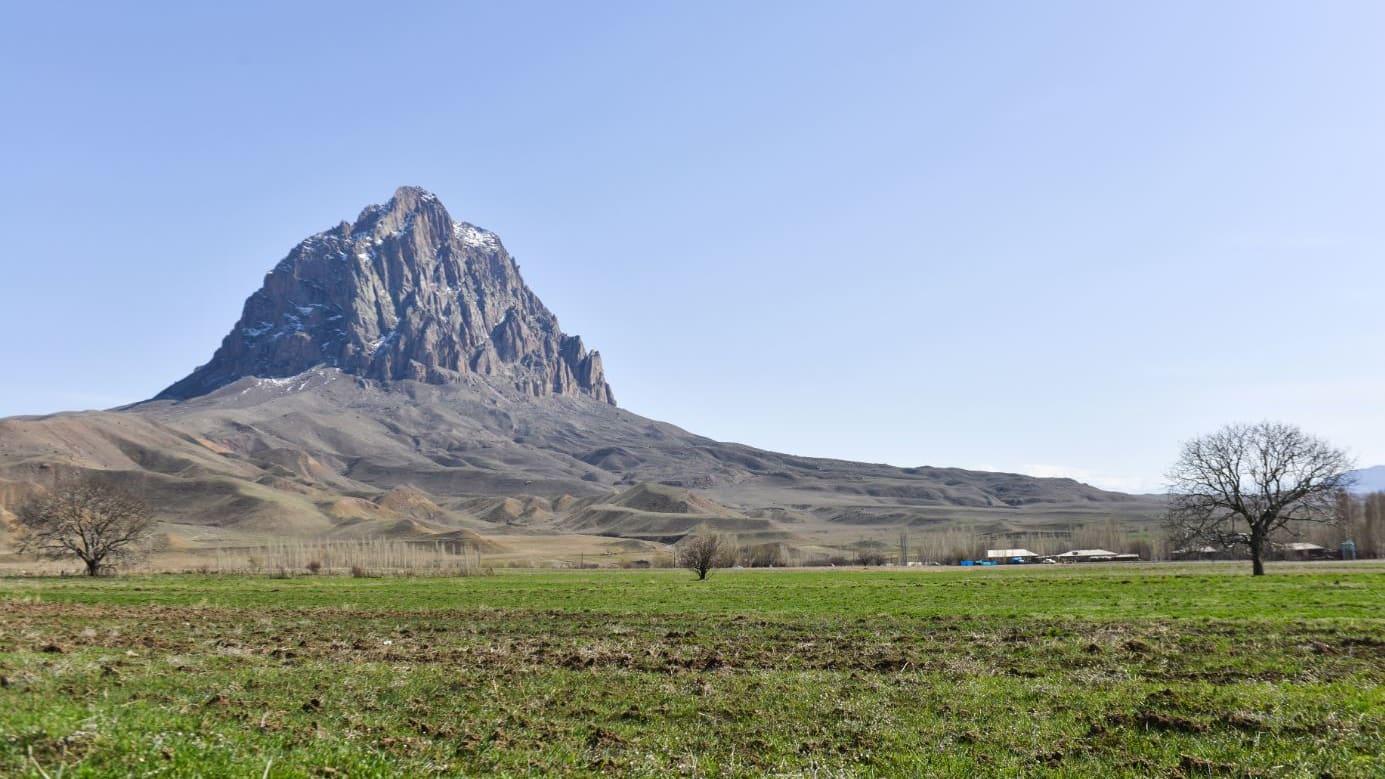 جبل الأفاعي الغامض.. ما علاقته بسفينة نوح؟