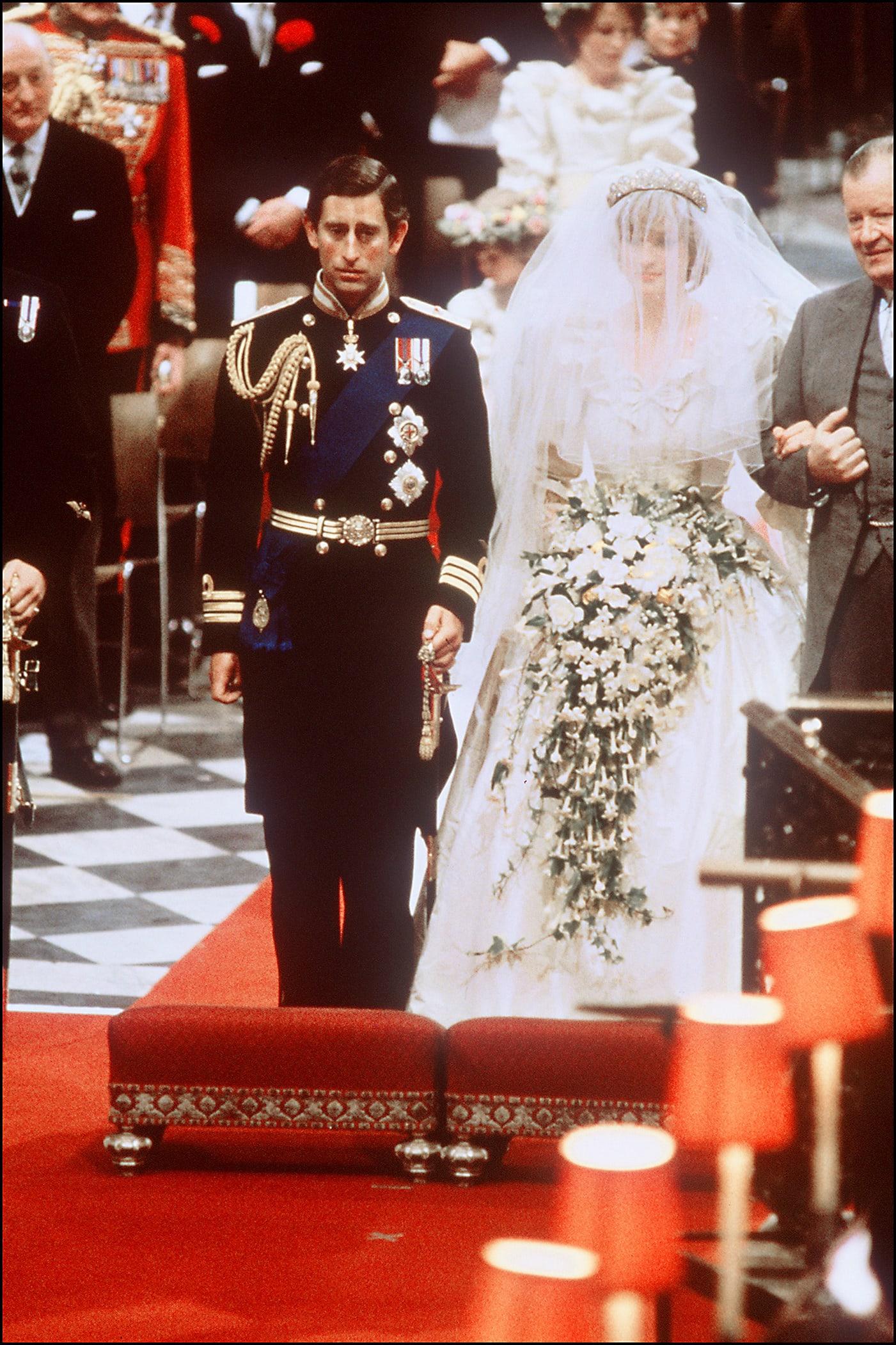 فستان ارتدته الأميرة ديانا في البحرين يُباع بأكثر من 490 ألف درهم