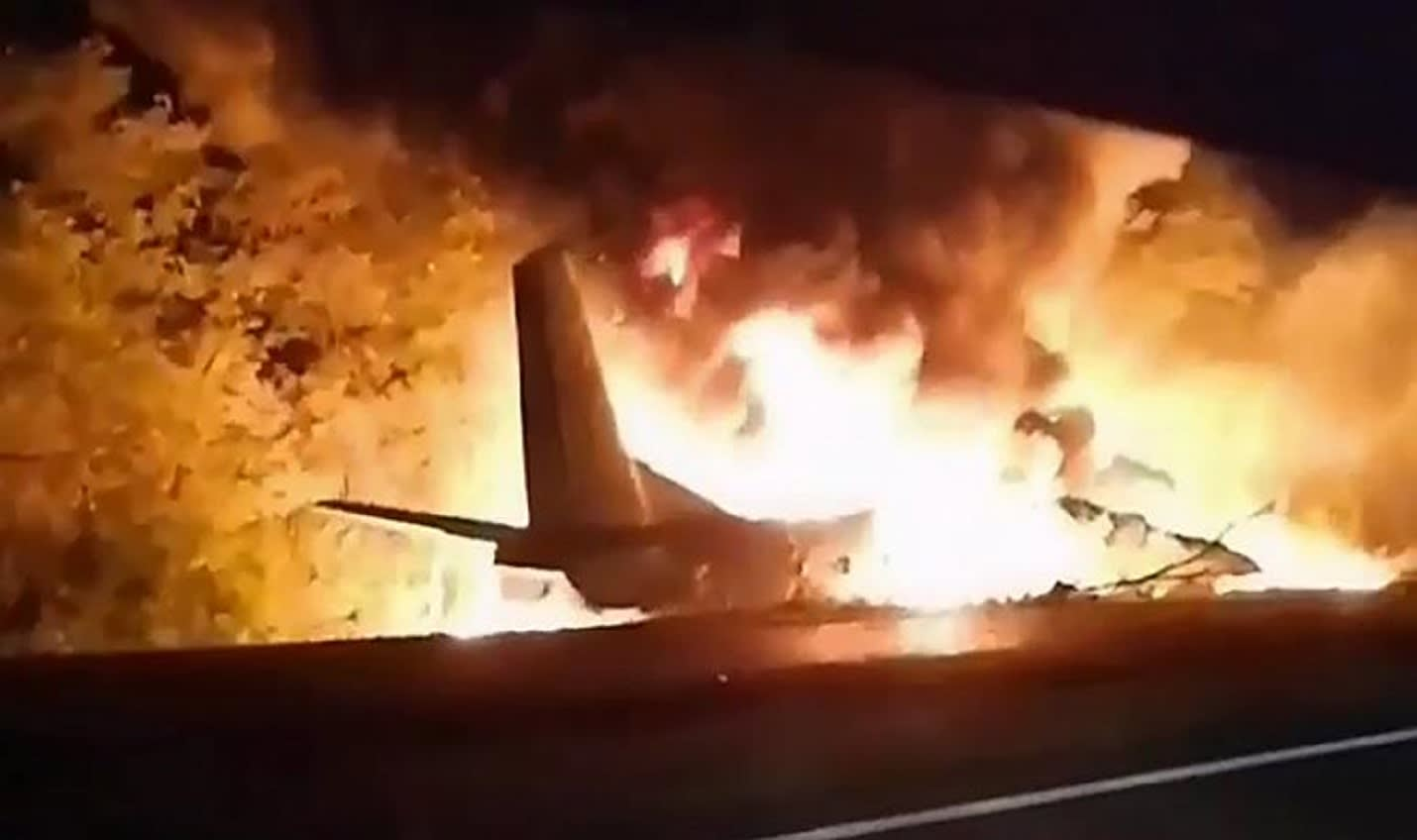 مقتل 22 في تحطم طائرة عسكرية بشرق أوكرانيا