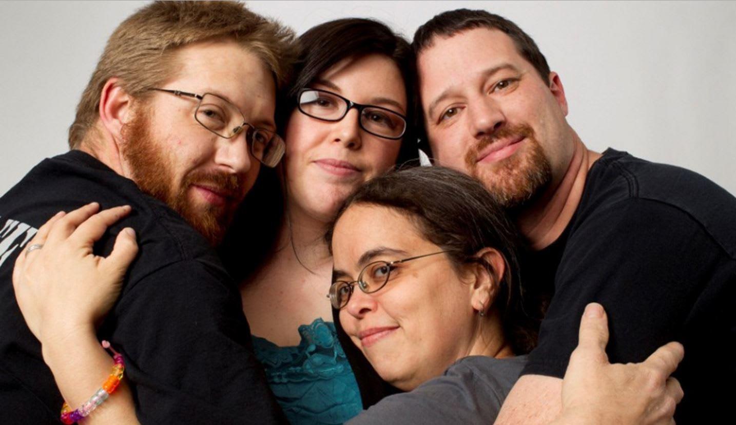 """تعدد الشركاء والحب واحد.. موقع """"OKCupid"""" للتعارف يضيف ميزة العلاقات مع أشخاص متعددين"""