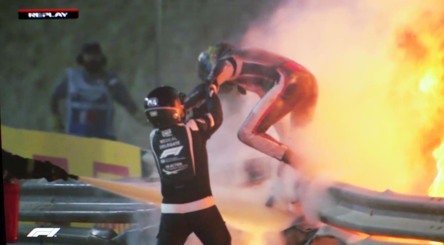 انشطرت سيارته واحترقت.. حادث مروع لسائق فورمولا وان بسباق جائزة البحرين الكبرى