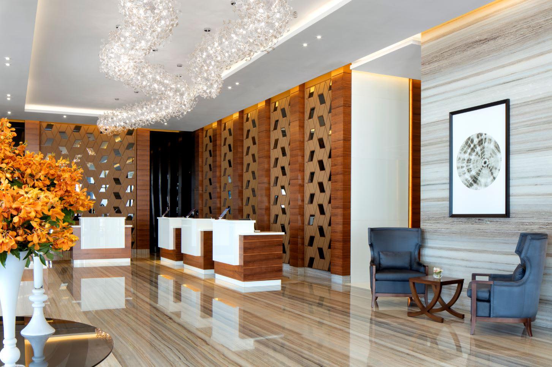 ليصبح الأكثر ودية في دبي.. فندق يحظر استخدام الألقاب الرسمية