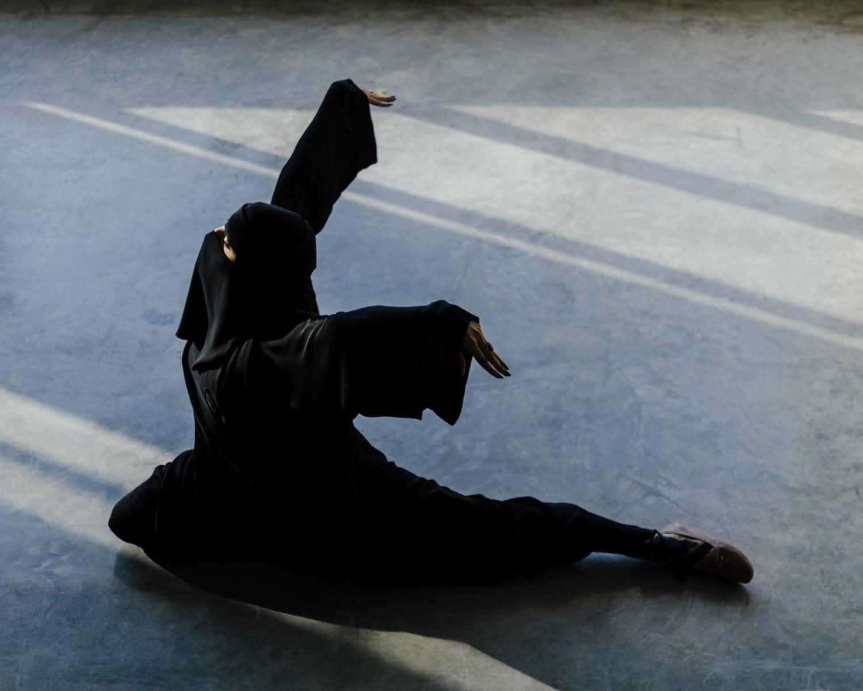 صور لمنقبة ترقص البالية تثيرالجدل عند البعض.. وهذا رد المصور