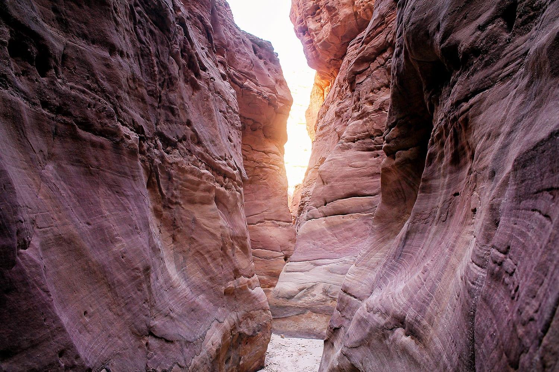 الوادي الملون بمصر.. تشكيلات صخرية أشبه بلوحات فنية