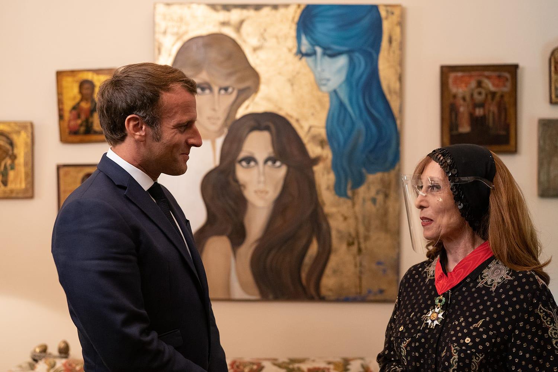 فيروز تستقبل الرئيس الفرنسي إيمانويل ماكرون في بيتها