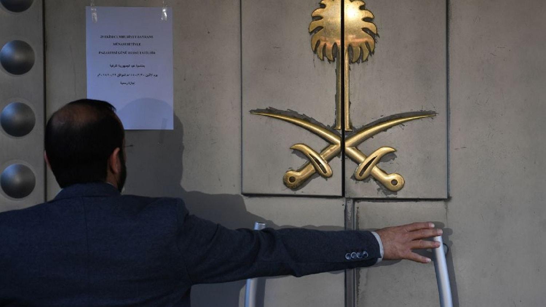 لحظة دخول النائب العام السعودي لقنصلية بلاده في إسطنبول